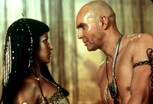 patricia_velasquez_arnold_vosloo_the_mummy_returns_001